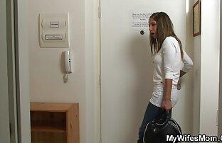 بالغ در حال رانندگی زن جوان در کانال تلگرام فیلم سیکس اتومبیل بود