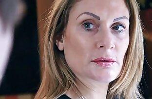مجری جوان لینکدونی فیلم سوپر یک زن خانه دار بالغ را به سبک جوراب سفید لعنتی