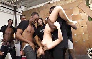بلوند جذاب کانال تلگرام عکس های سکسی در روغن که با استفاده از ماساژ جوان گذاشته شده است